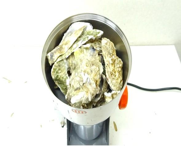 牡蠣殻の粉砕